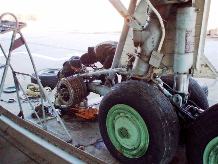 Тормоза самолета и тормозной парашют.